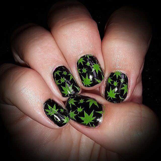 nice green weed nail design