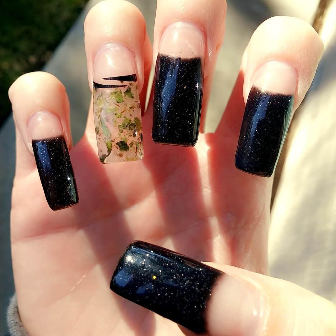 black shining weed nail design