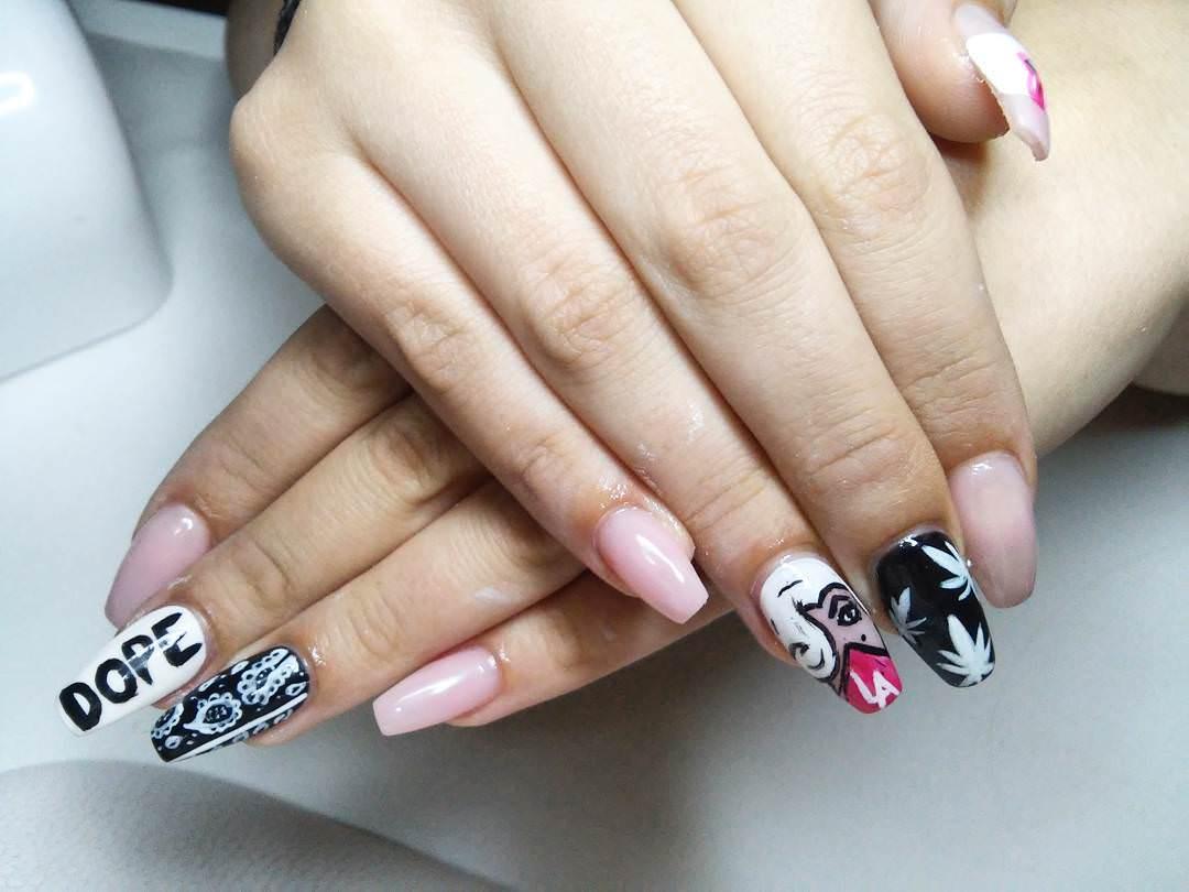 Black & White Designed Weed Nails