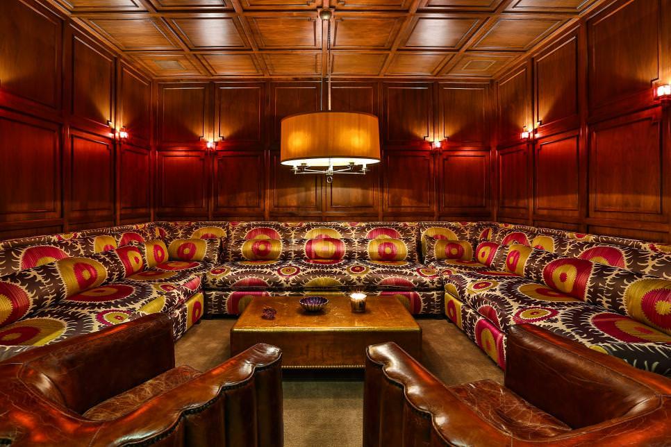 Retro-Style Lounge Area
