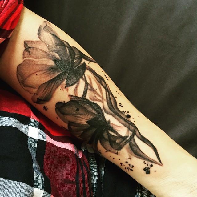 simple forearm sleeve tattoo