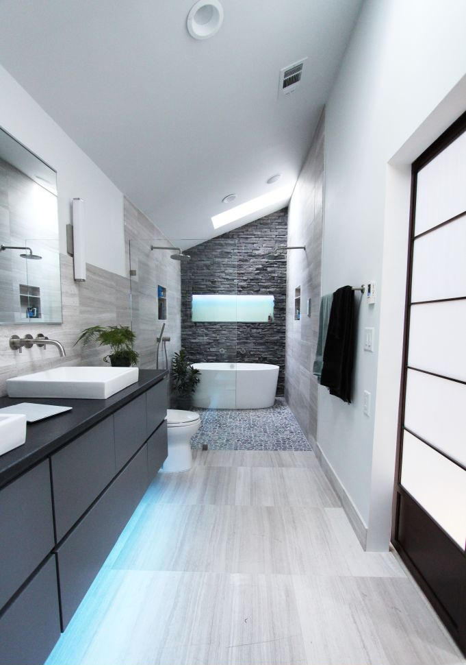 25 eclectic bathroom ideas and designs design trends for Cool modern bathrooms