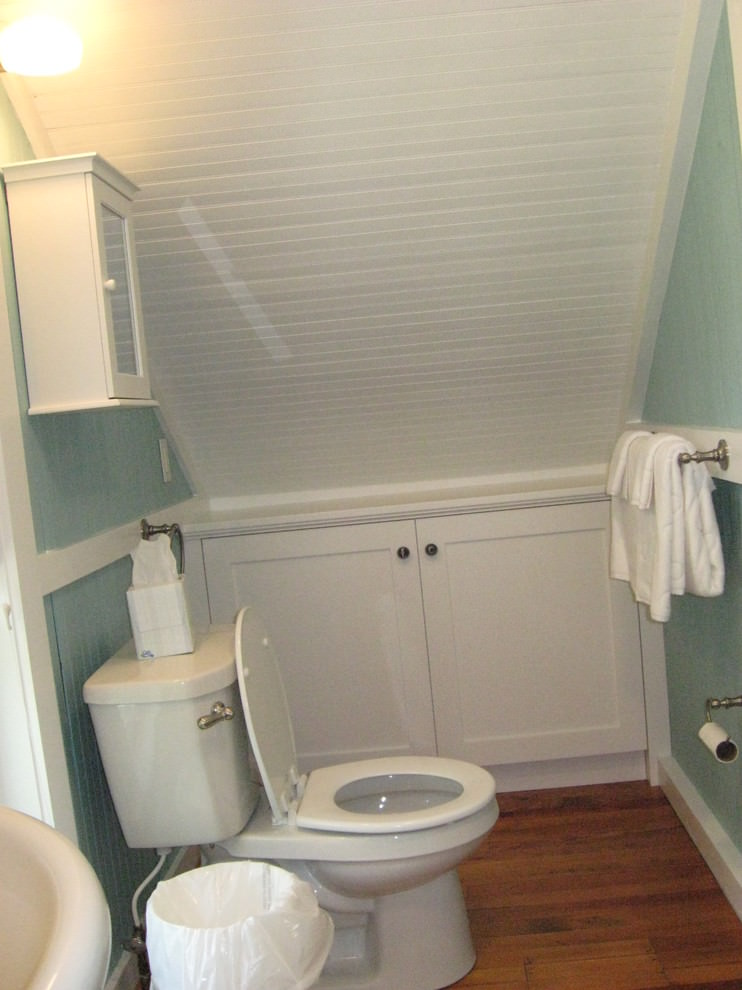 Simple Attic Bathroom Design