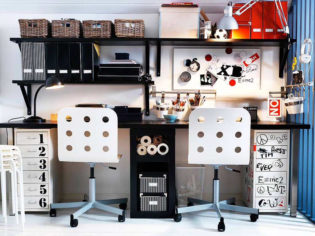 Teenage workspace black white decor