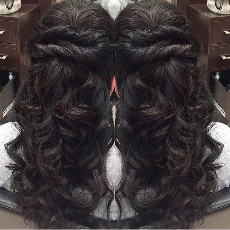 Elegant Wavy Hairstyle