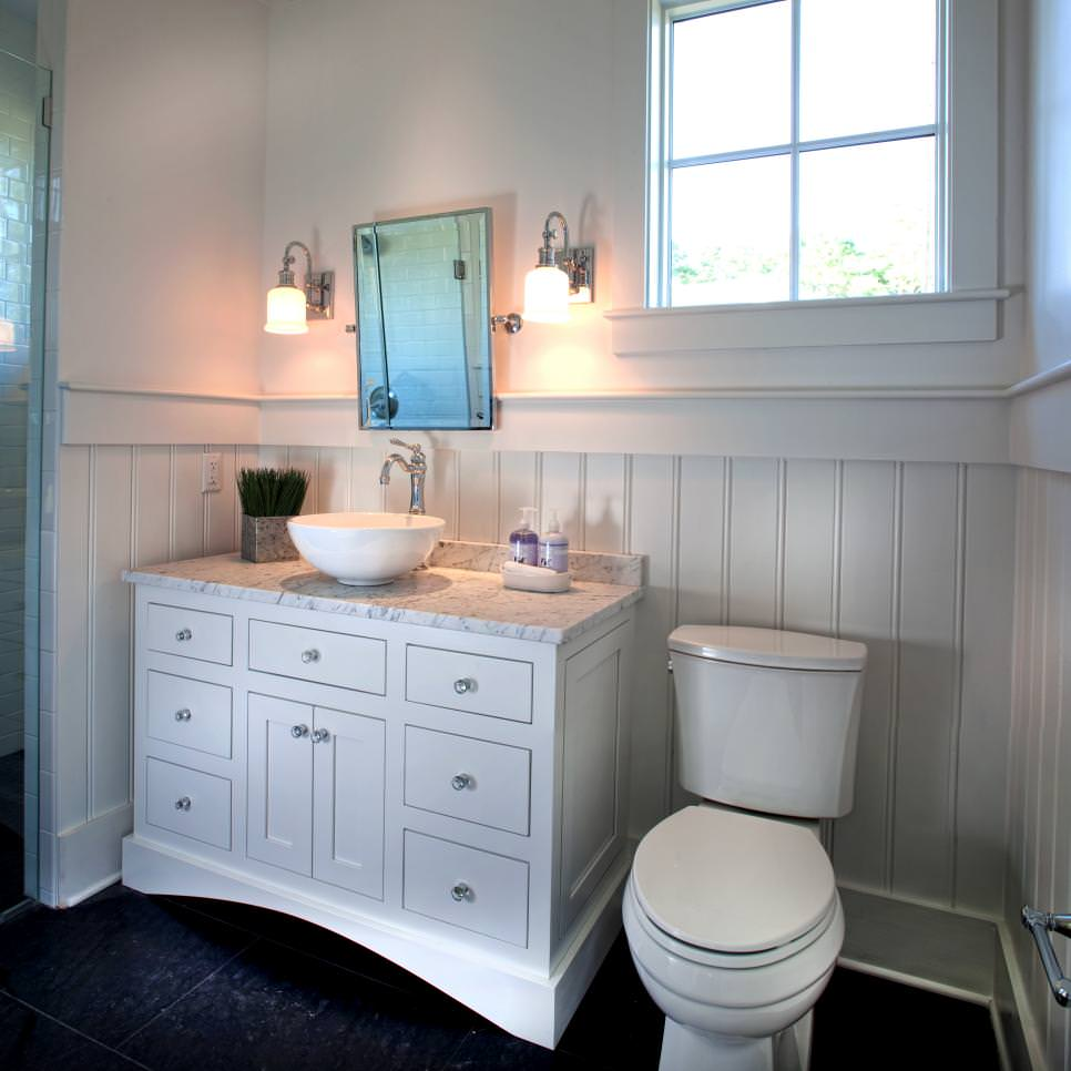 farmhouse style bathroom with lovely beadboard