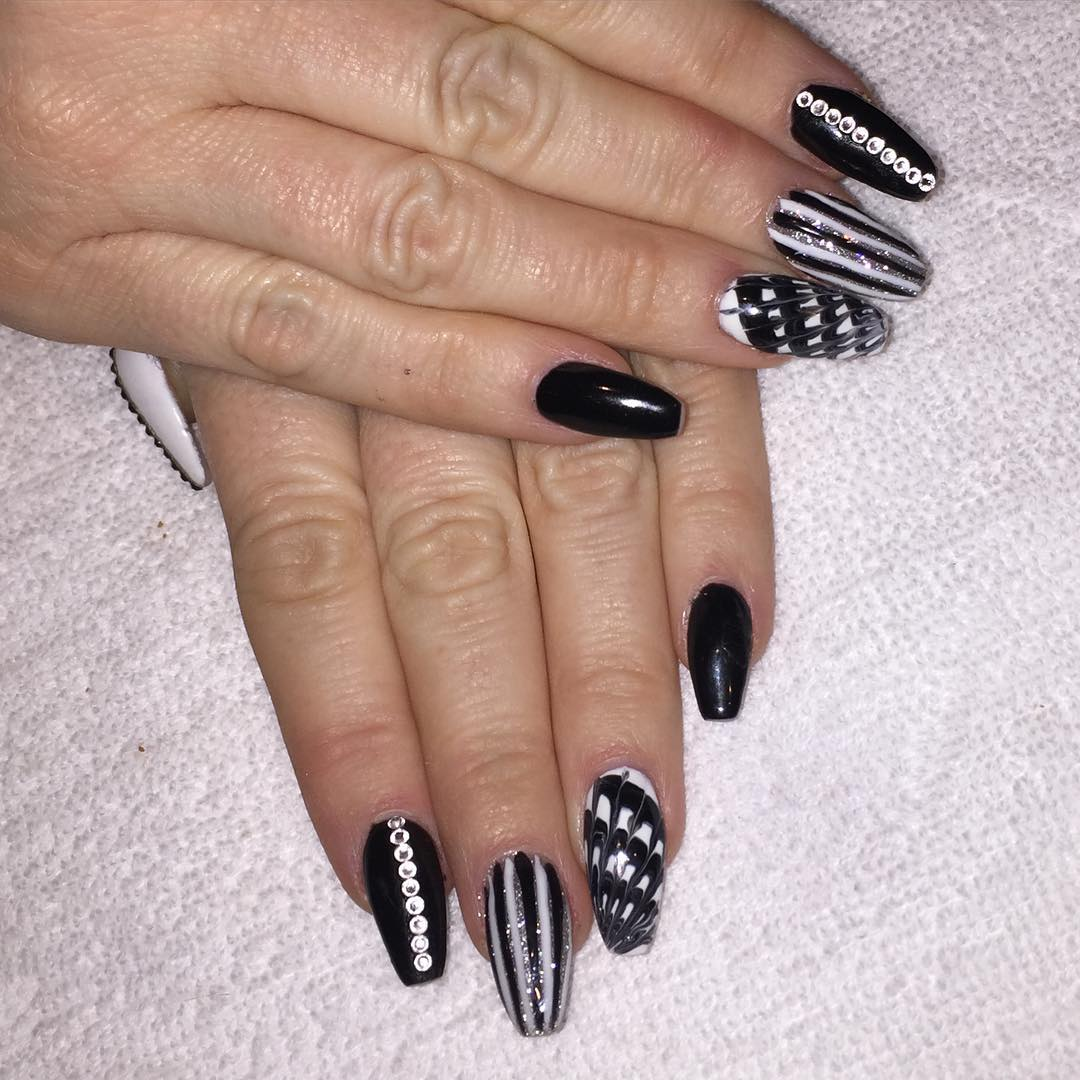 Stone Striped Nail Design