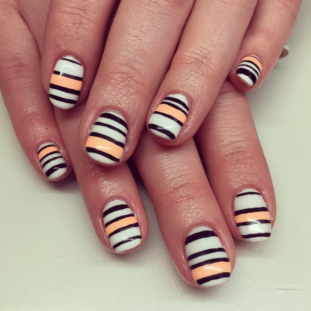 Fashionable Striped Nail Design