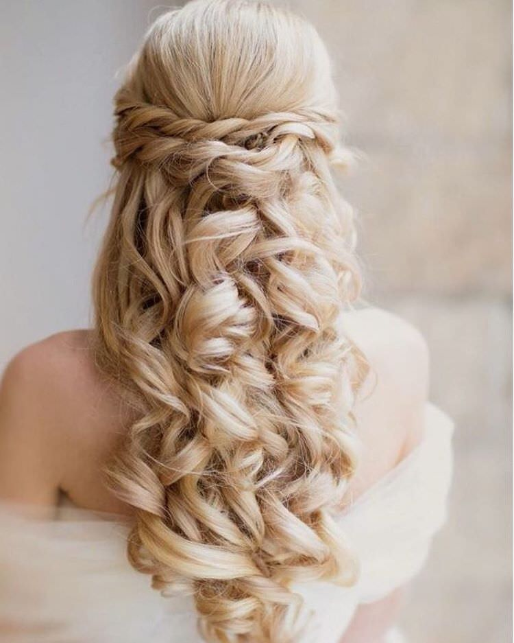 Gorgeous Bride Curly Hairstyle