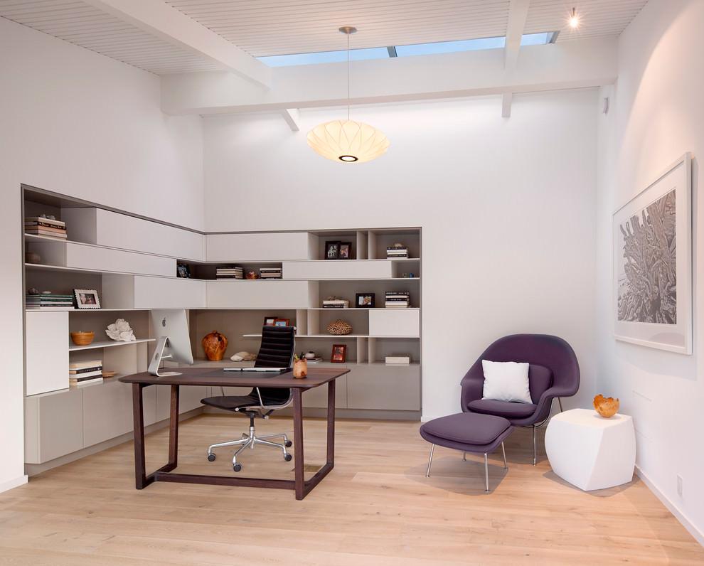 Polished Modern Shelves Designs