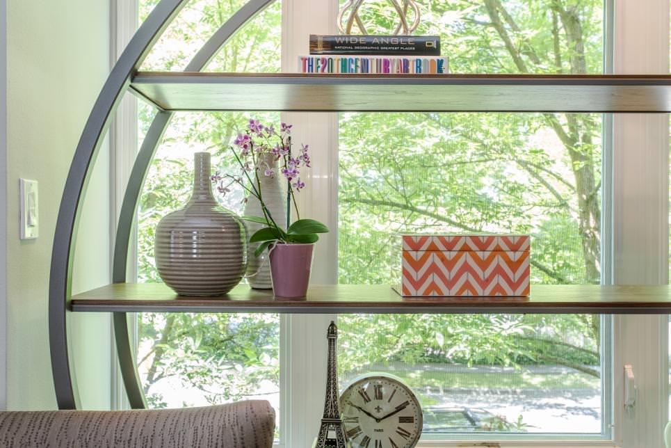 Spacious Modern Shelves Design