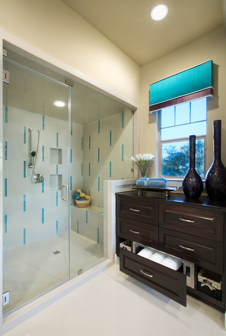 asian inspired bathroom in turquoise