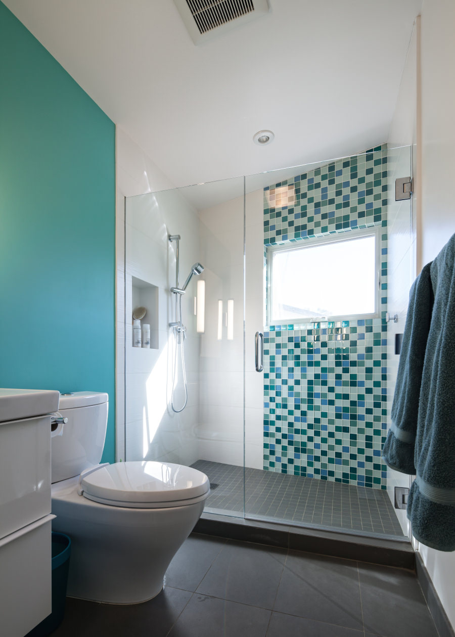 18 turquoise bathroom designs decorating ideas design for Blue and black bathroom ideas