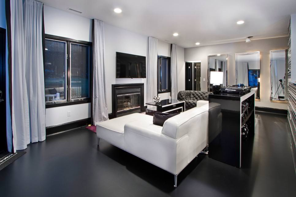Modish Black Living Room Design