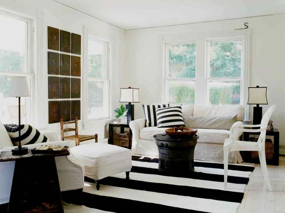 Chic Black Living Room Design