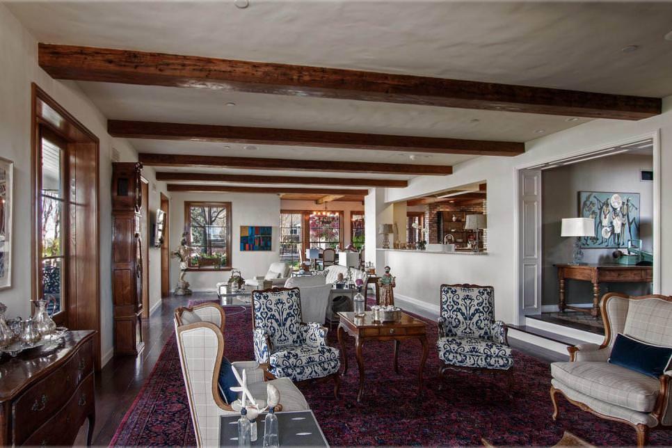 Cumtom Beach Living Room Design