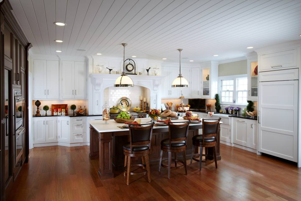 Luxurious Traditional White kitchen