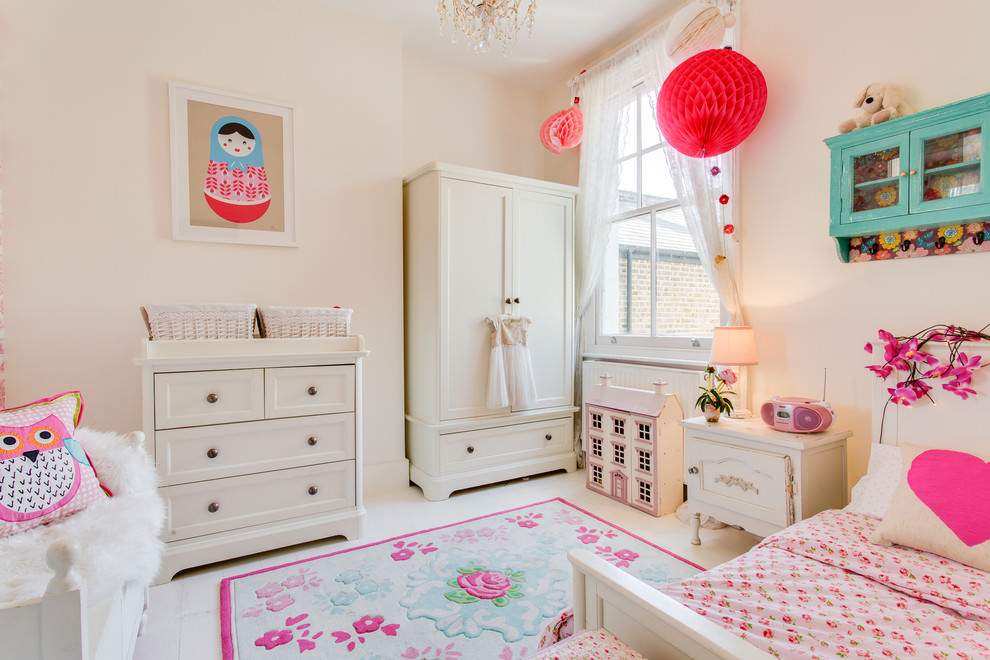 Dazzling pink girls bedroom design