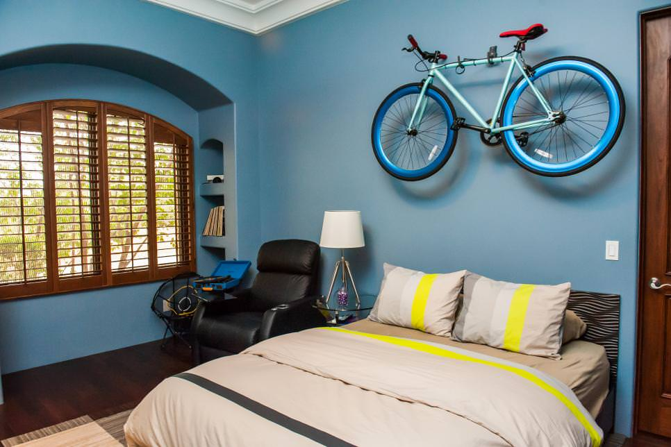 wall mounted bike decor in bedroom