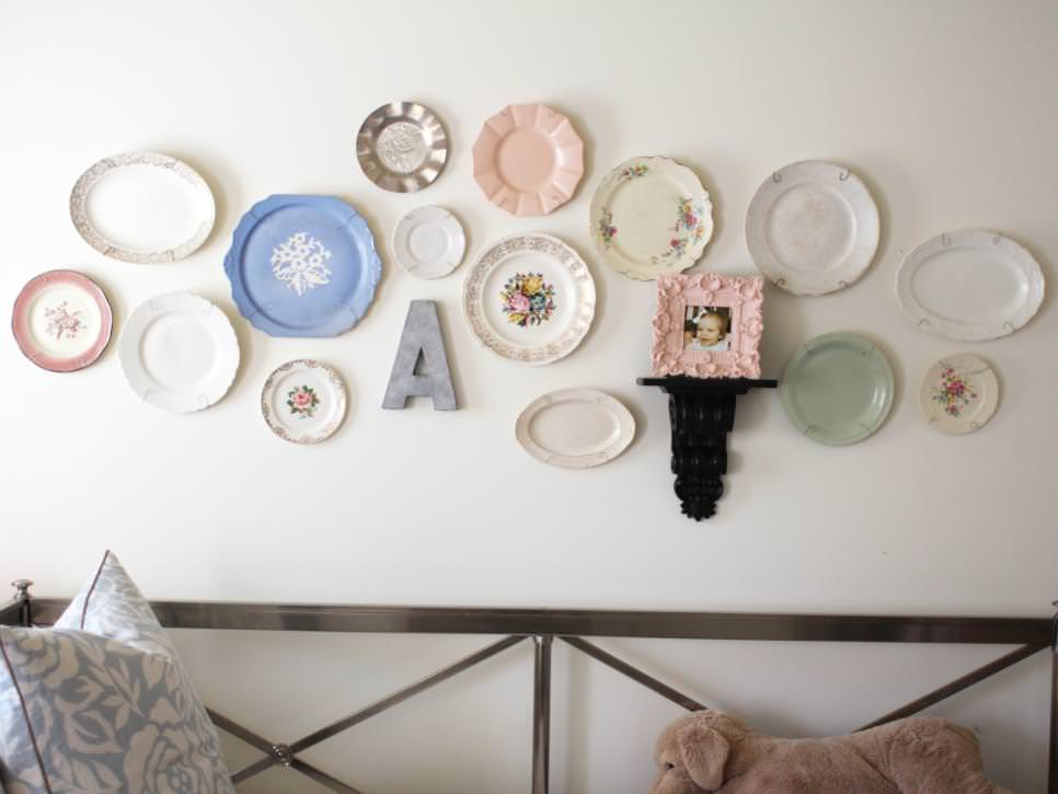 White Bedroom Wall Displays Colorful Plate Decorations