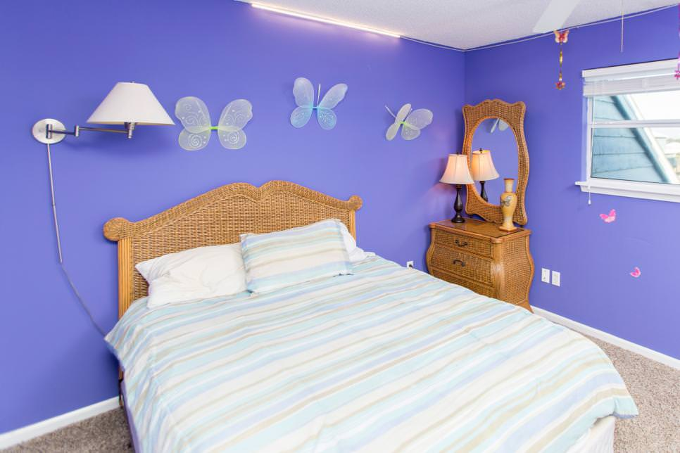 Bedroom walls with purple walls and butterflies