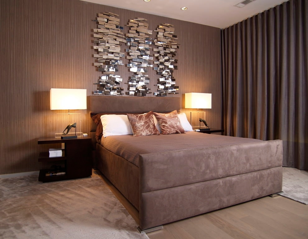 Contemporary Bedroom With Elegant Wall Decor Design