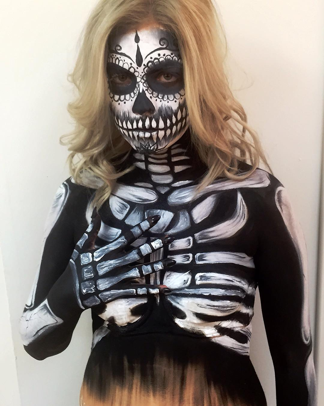 skeleton halloween body painting