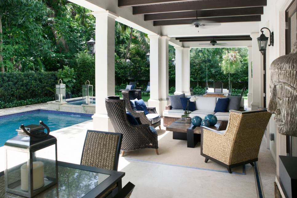 Transitional outdoor living room design