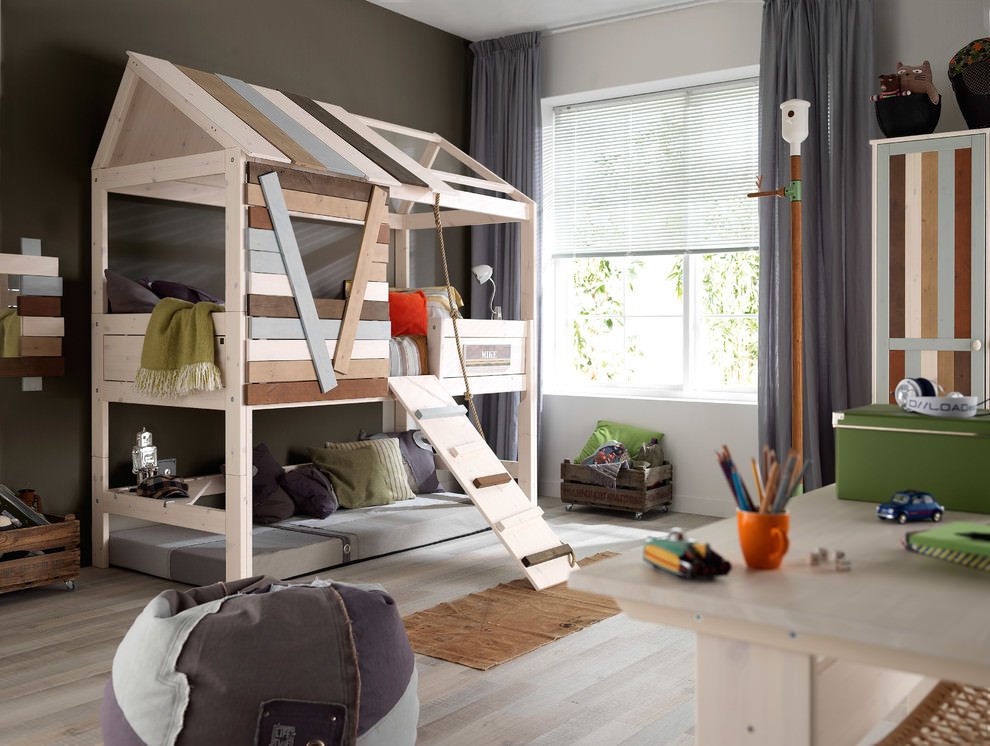 Awesome Tree House Bed Design