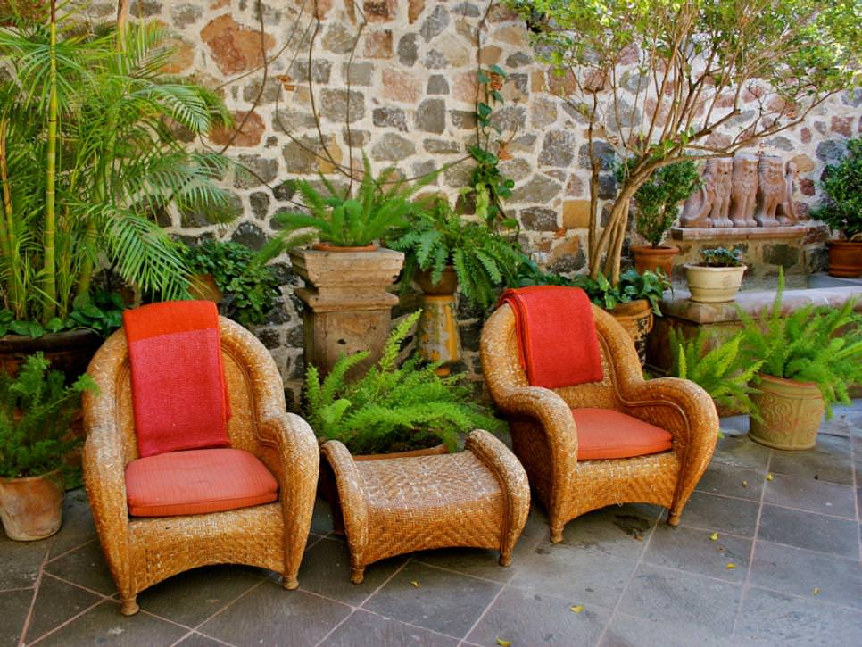 spanish patio design with wicker furnishings