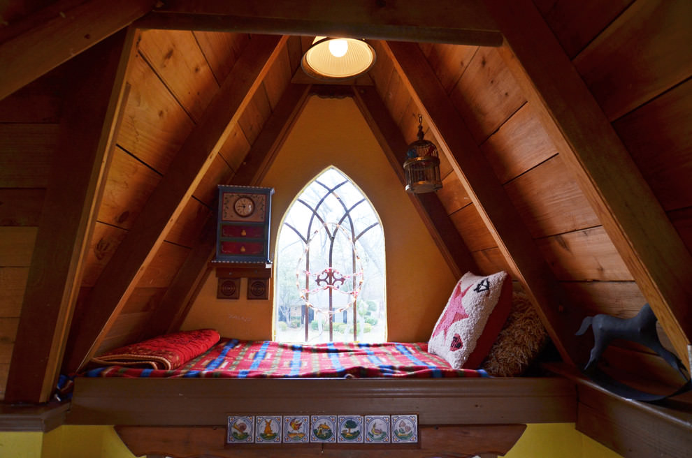 traditional tree house bed design