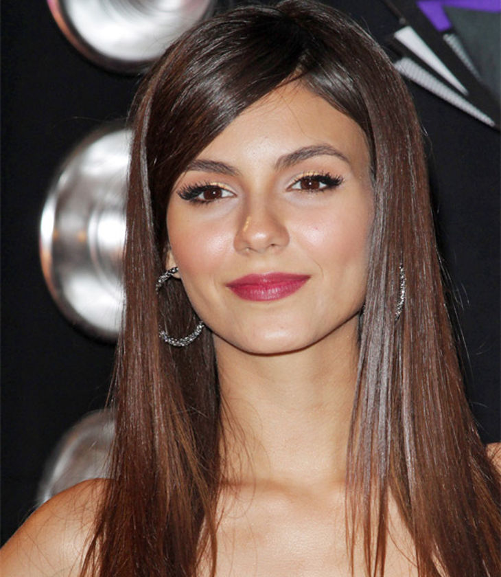 medium haircuts for straight hair by victoria justice