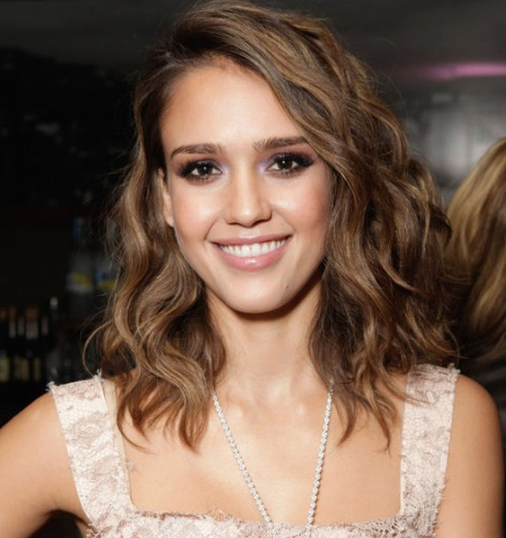 medium layer wavy haircut by jessica alba