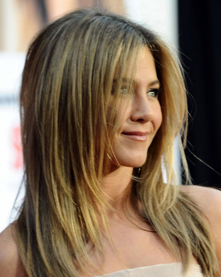 cute and stunning with medium haircut byjennifer aniston
