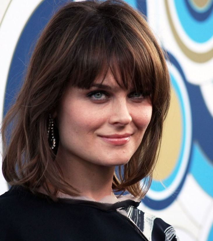 hairstyle for geometric faces out there like emily deschanel