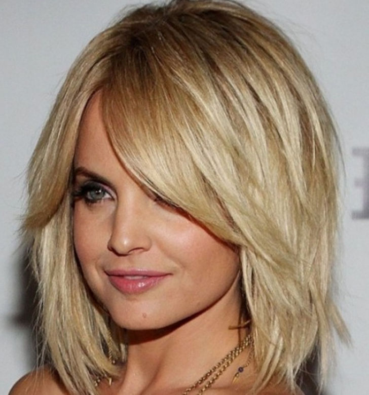 layered cut medium hairstyles
