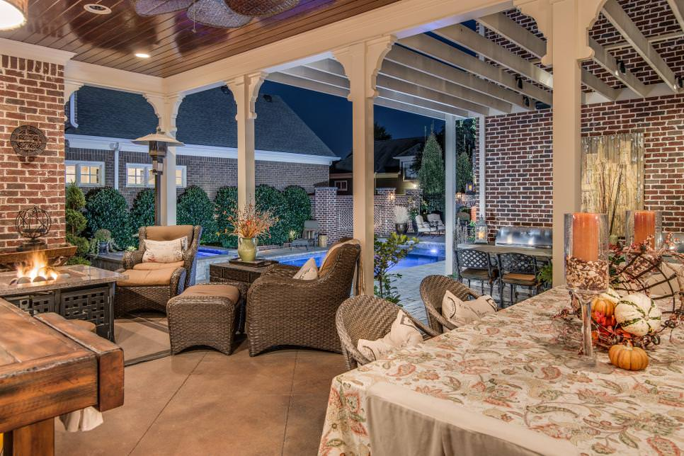 Outdoor Dining Space Designed for Entertaining