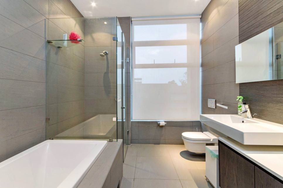 dazzling contemporary bathroom design