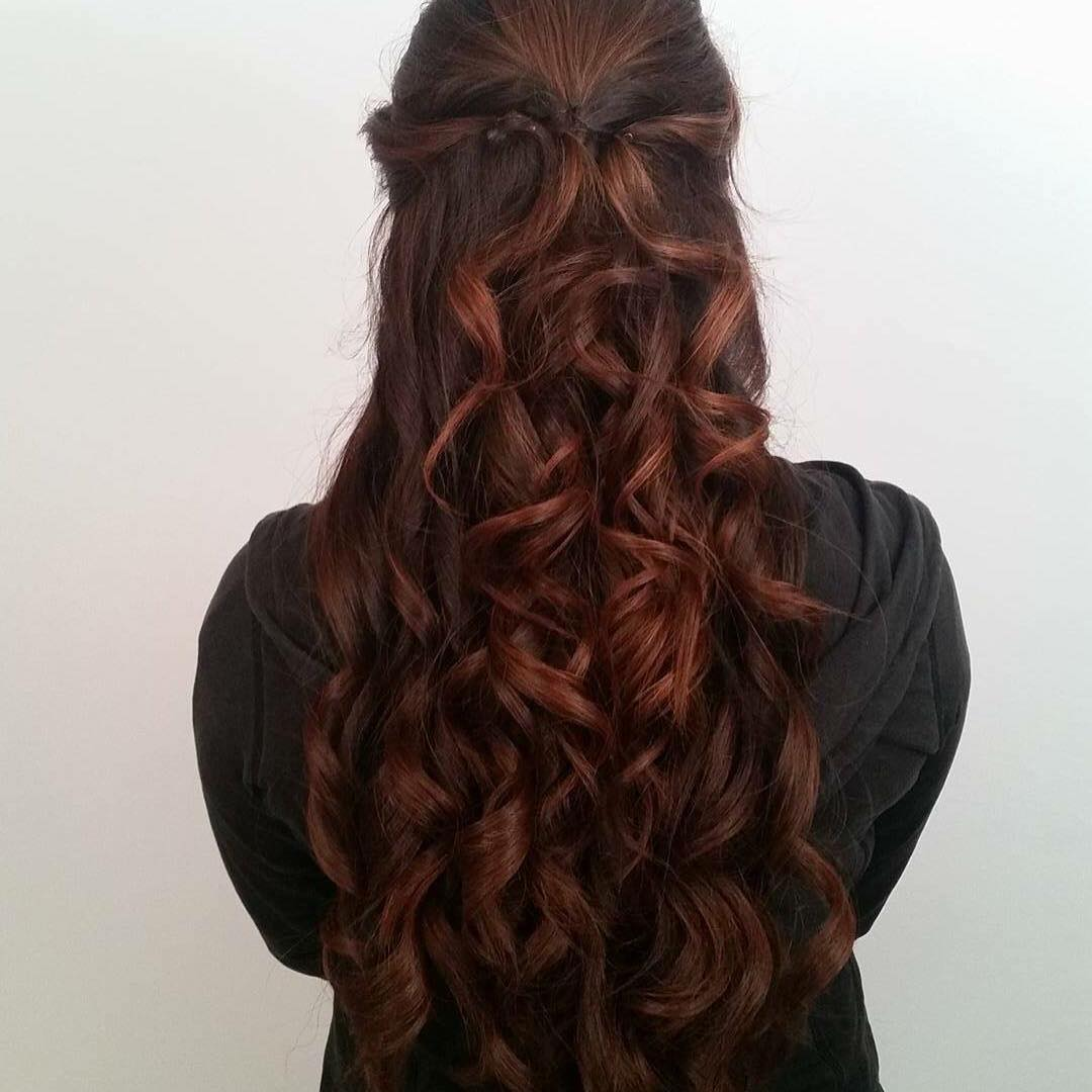attractive long wavy hairstyle