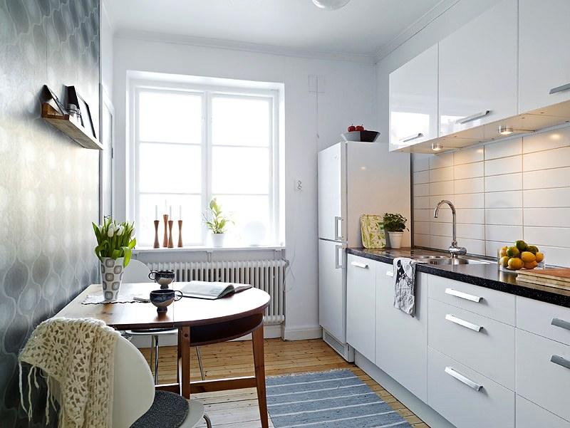 Smart White Kitchen Tile Design