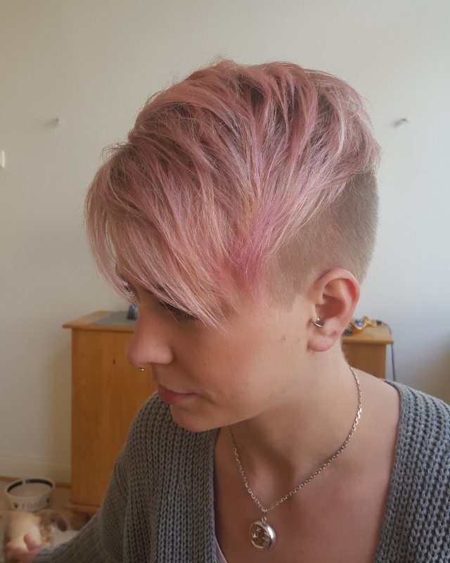 Trendy Short Hairstyle for Girls