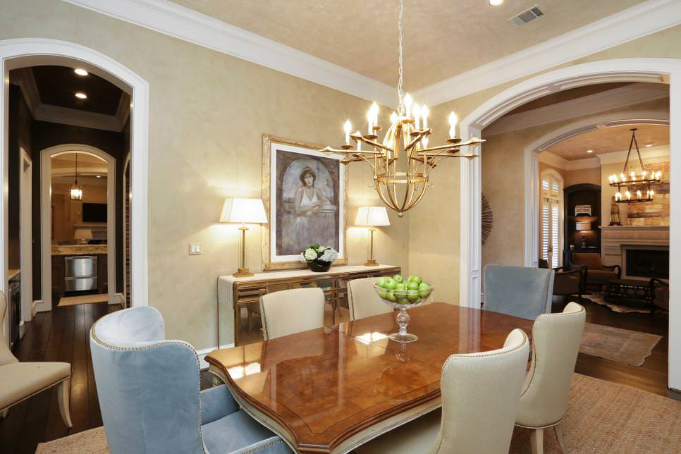 Dining Room With Contemporary Candelabra Chandelier