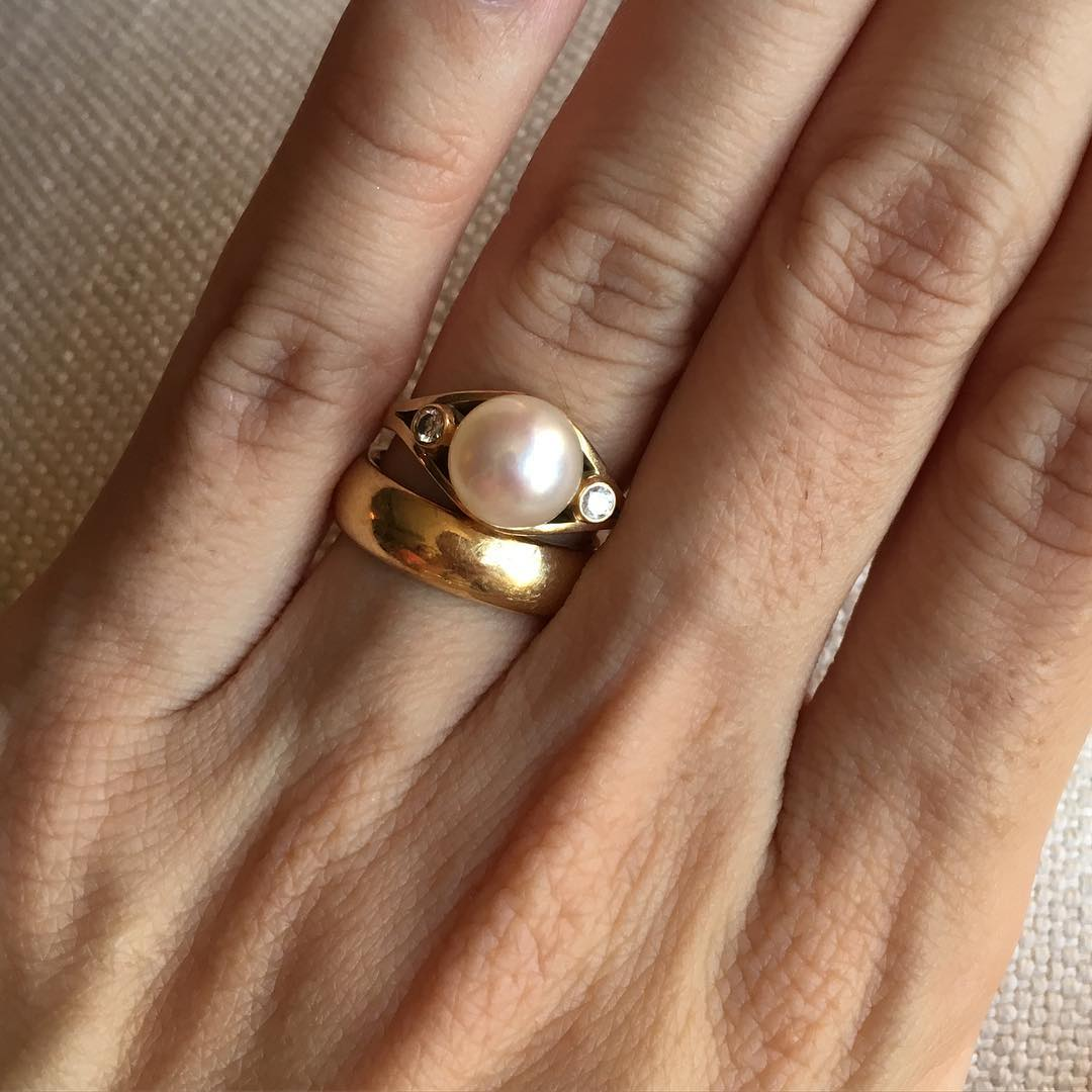 Elegant Pearl Gold Ring