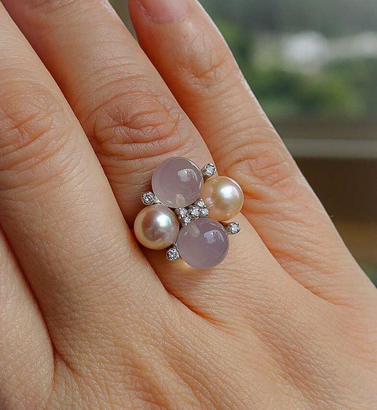 vintage ring of pearls