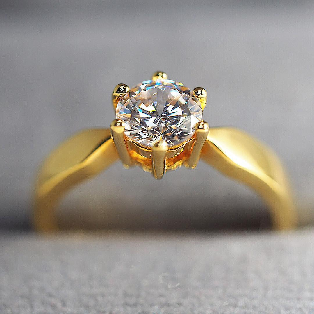 Super Cute Gold Diamond Ring