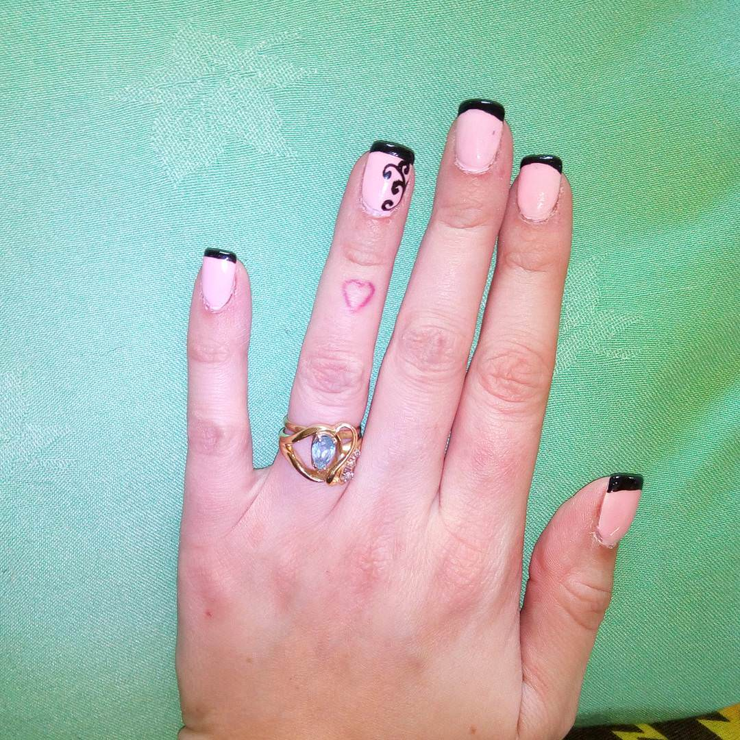 nice looking black tip nail design