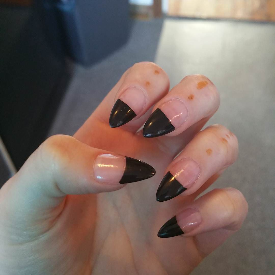 trendy black tip nail design2
