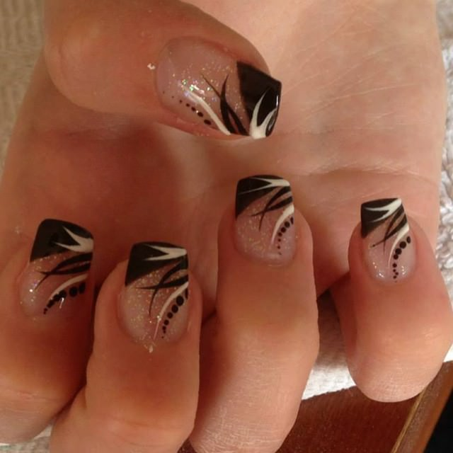 layer style black tip nail design