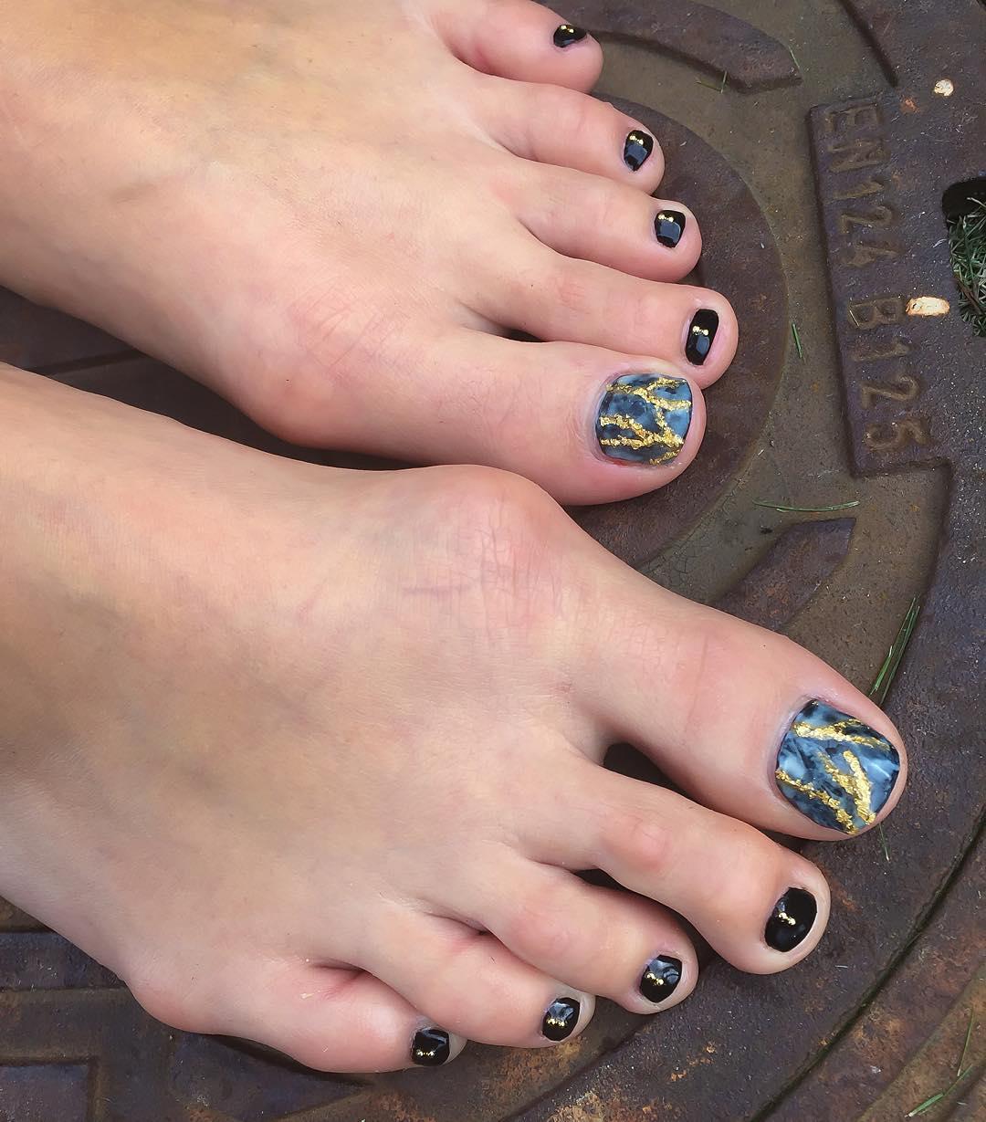 Grey & Black Toe Nail Design