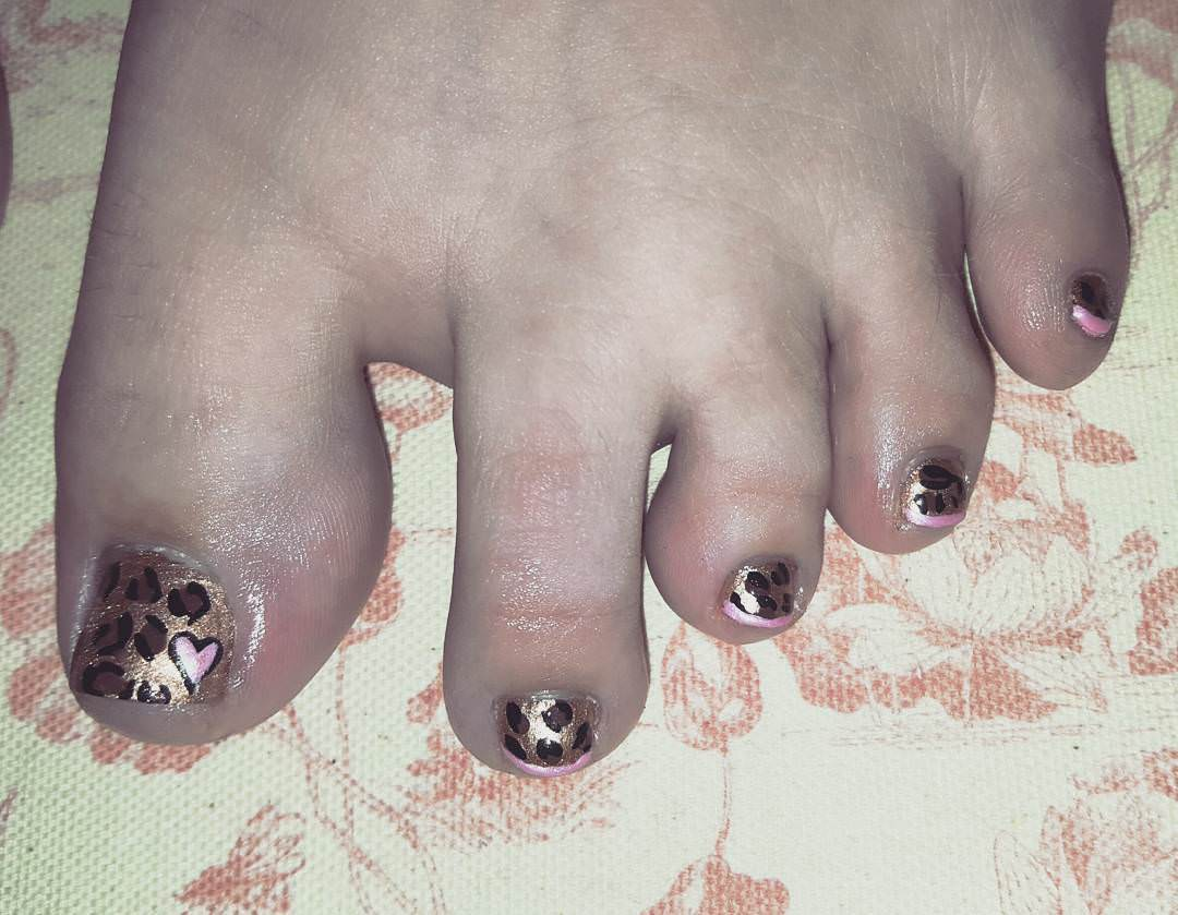 love glitter black toe nail design